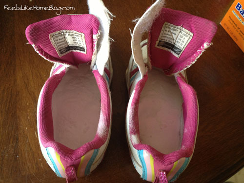 how to fix smelly shoes