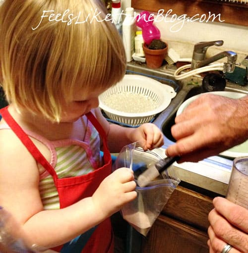 how to make astronaut pudding - This outer space article includes lots of science about astronauts and space travel. You can make this food treat with toddlers, preschoolers, or older kids. Very simple and easy recipe for homeschool or classroom.