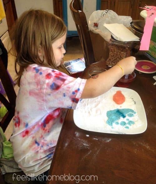 Making Pictures with Baking Soda and Vinegar