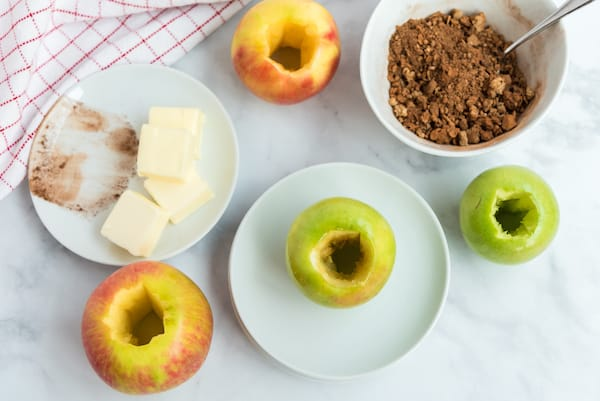 apples stuffed with cinnamon, brown sugar, and oats