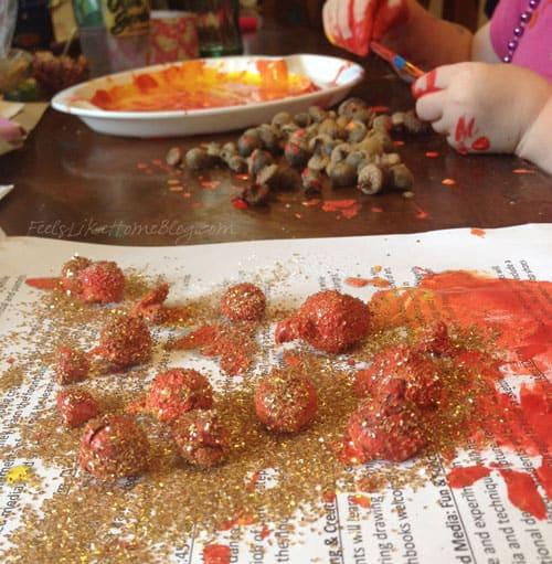 sprinkle-acorns-with-glitter