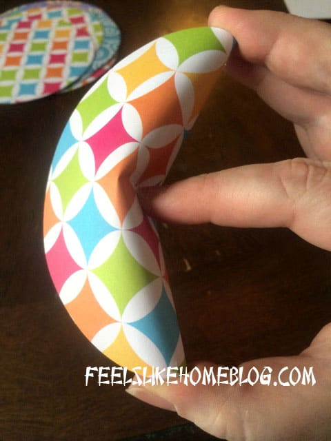 How to make Paper Fortune Cookies Tutorial - Pinch edges