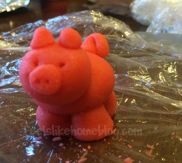 finished-marzipan-pig