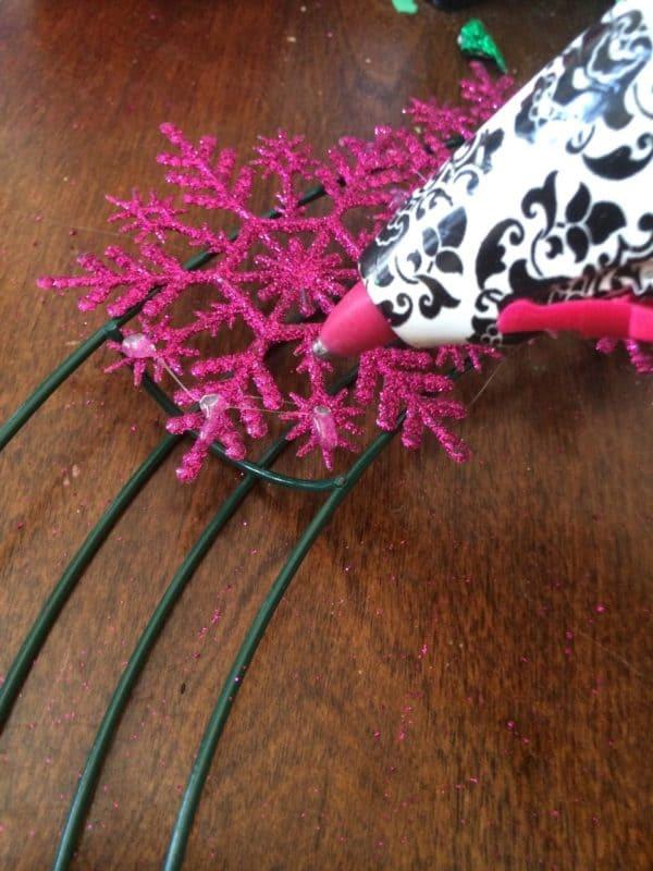how to make a snowflake wreath