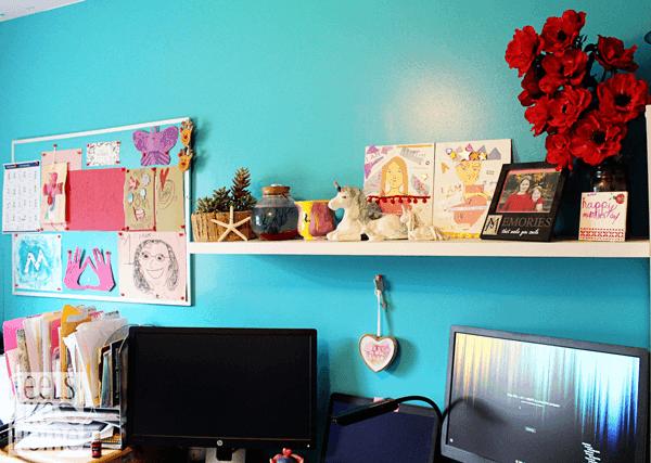 A shelf with knick knacks and photos