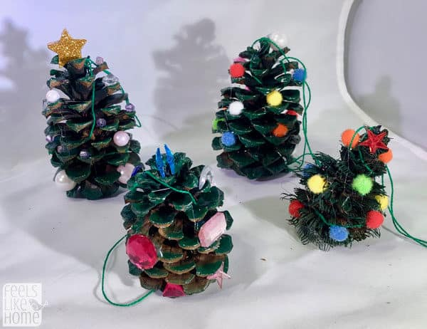 Easy & cute DIY pine cone tree crafts for kids - This Christmas tree craft is so simple even preschoolers can make it! Makes a great ornament for the holiday tree. These projects work well with big or small pine cones and make great Xmas gifts or package decorations. Perfect for children in kindergarten or any age.